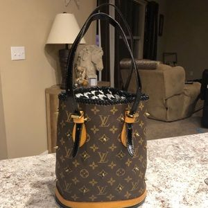 Louis Vuitton pm bucket